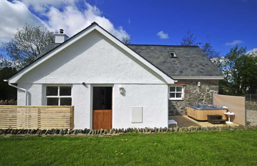 Pembrokeshire cottage with hot tub