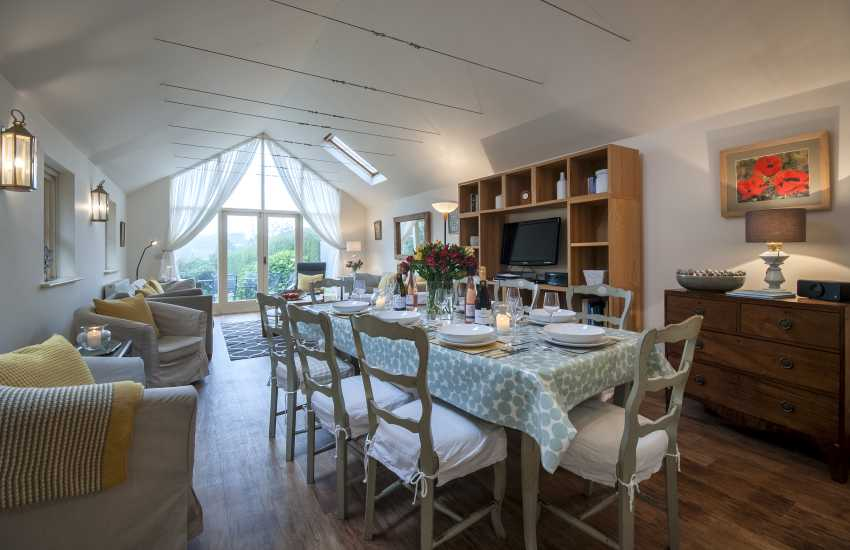 Manorbier holiday home with spacious open plan dining/living space