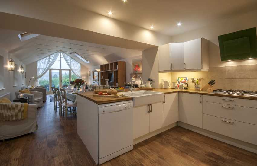 Self catering Pembrokeshire cottage with open plan modern kitchen/diner/living area