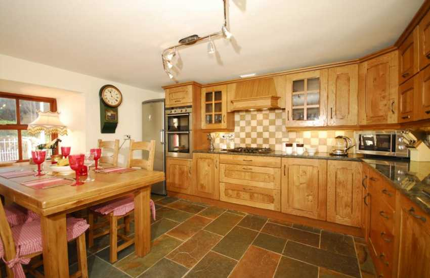 Pwllheli house holiday cottage kitchen diner