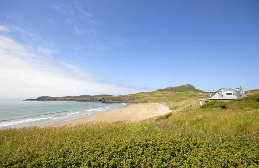 Whitesands Bay beachside cottage sleeps 10 and welcomes pet dogs