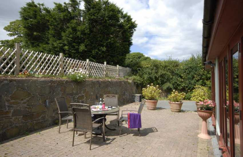 Saundersfoot holiday let - Welsh slate walled patio