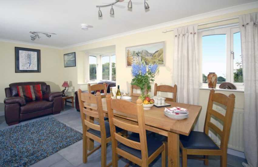 Saundersfoot cottage for rent - open-plan dining area