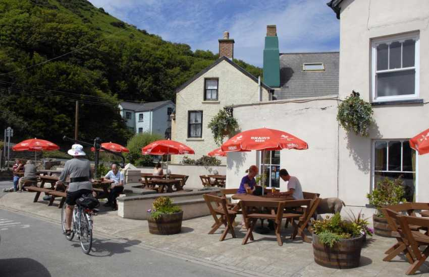 The Harbour Inn, Solva overlooks the river is famous for real ales, local sea food dishes and a hearty Sunday carvery