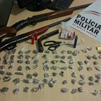 Droga e armas apreendidas no Vila de Lourdes