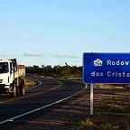 Rodovia LMG 754 com placa informativa do Circuito dos Cristais