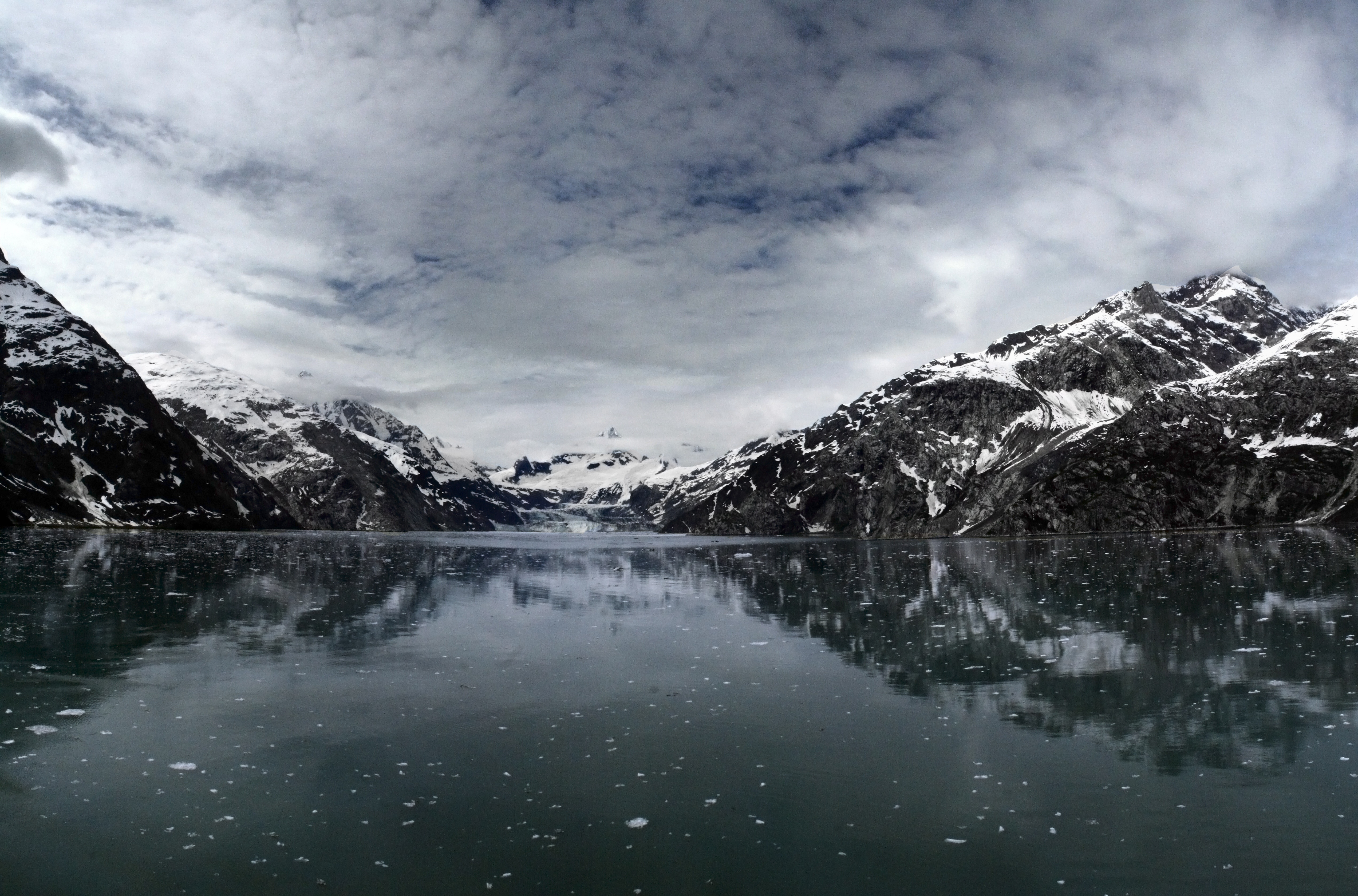 Photo of mountains and lake in winter