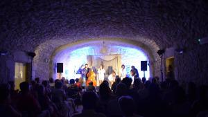 El públic respon al segon Portalblau d'hivern, dins el Som Cultura