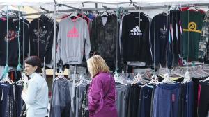 Els comerciants demanen més control sobre la roba falsificada