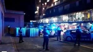 Policia i mossos fan sonar la sirena  en honor al personal sanitari