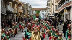 Les colles de Carnaval de l'Escala ja treballen a les  carrosses i comparses