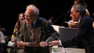 El mestre Lluís Albert rep la Creu de Sant Jordi