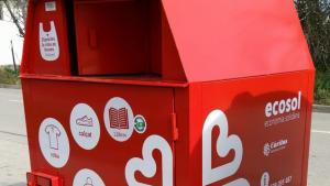Càritas assumeix els contenidors de roba solidària