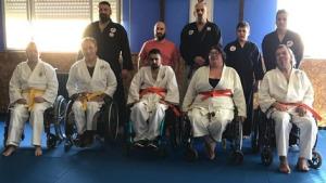 Els alumnes de jujitsu adaptat superen l'examen de final de curs