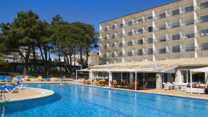 Desallotgen 227 persones de l'Hotel Neus Mar