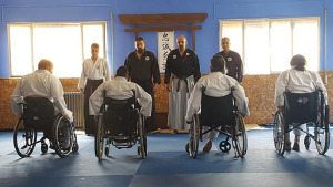 Els alumnes de jujitsu adaptat passen de nivell
