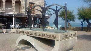 Es restaura el monument de la  Ciutat Pubilla de la Sardana