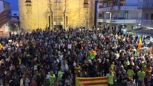 Concentració davant de l'ajuntament de l'Escala contra l'operació policial de l'1-O