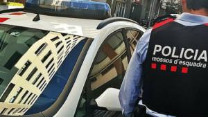Detenen un home per robar i agredir un Mosso d'Esquadra