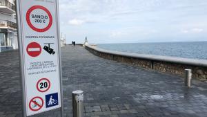 Demà es comencen a aplicar les sancions per entrar a la platja