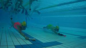 25 jugadors en el primer torneig d'hoquei subaquàtic a l'Escala