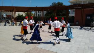 El grup de danses La Farandola actua a Xàtiva