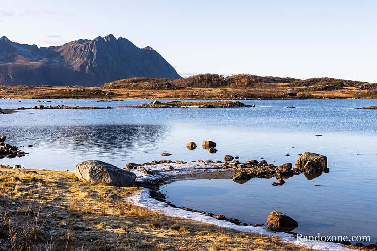 Superbe fjord dans les Lofoten
