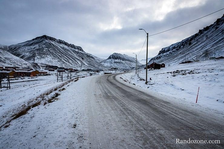 Route enneigée au Svalbard