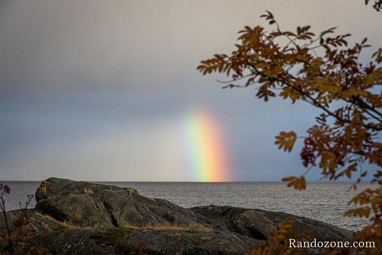 Arc en ciel dans les îles Lofoten