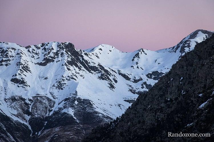 Lumière du matin sur la montagne