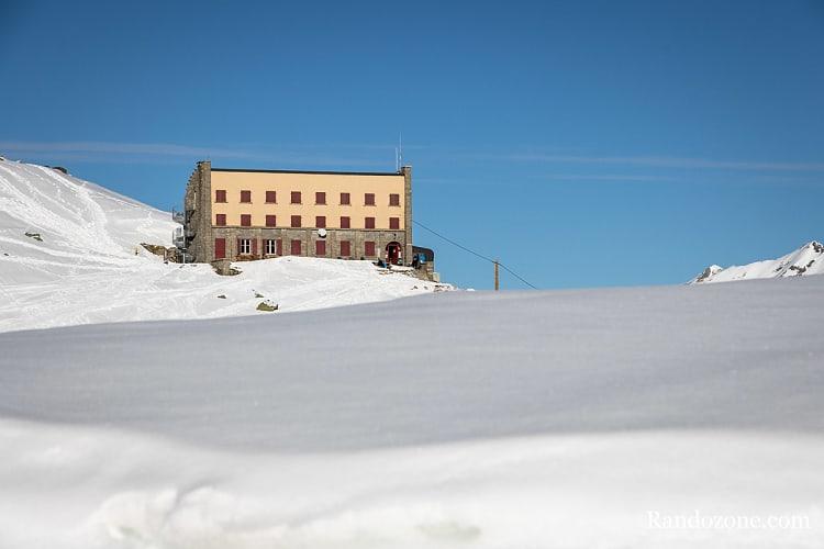 Refuge de la Glère sous la neige