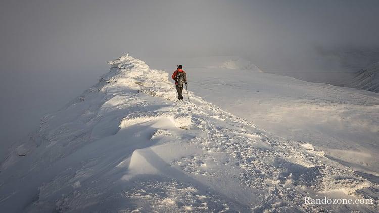 Randonnée dans la neige au Svalbard