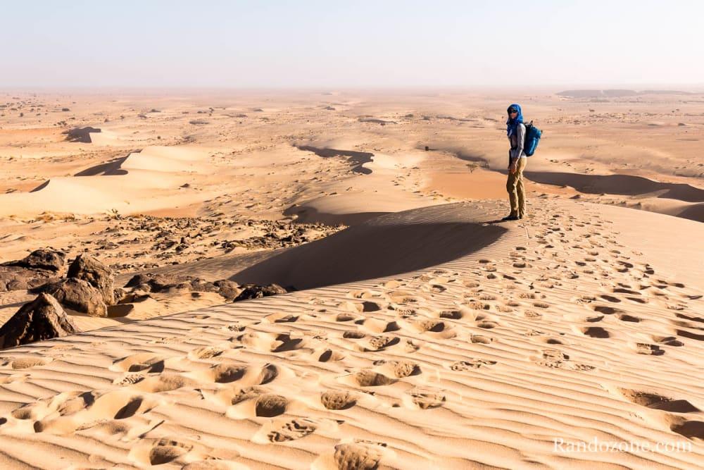 Au sommet d'une dune en Mauritanie