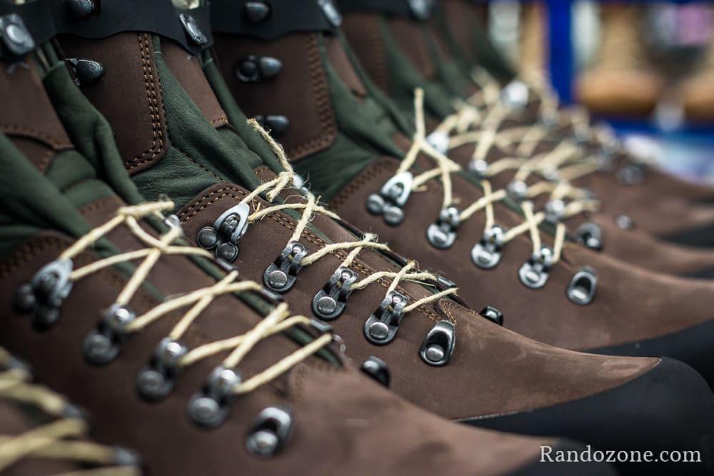 Fabrication des chaussures de randonnée Lowa