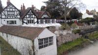Boathouse Inn