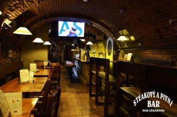 Steakov� a pivn� bar Pod L�k�rnou