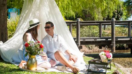 RedBalloon Proposal Package: Romantic Champagne Picnic Proposal