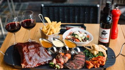 RedBalloon Indulgent Steakhouse Platter and Wine by the Harbour - For 2