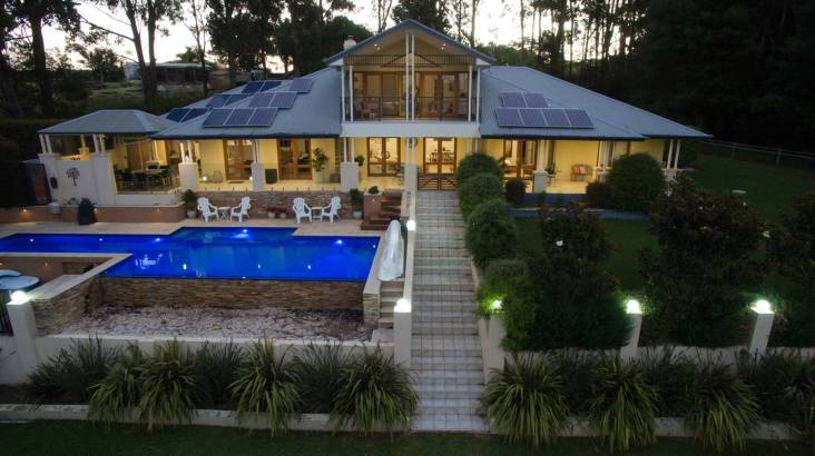 RedBalloon Luxury Mollymook Overnight Retreat with Breakfast - For 2