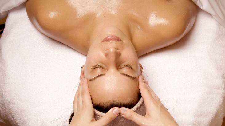 RedBalloon Swedish Full Body Massage and Rejuvenating Facial - 2 Hours