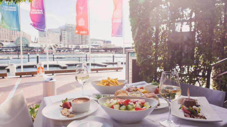RedBalloon Waterfront 3 Course Seafood Lunch or Dinner with Wine -For 2