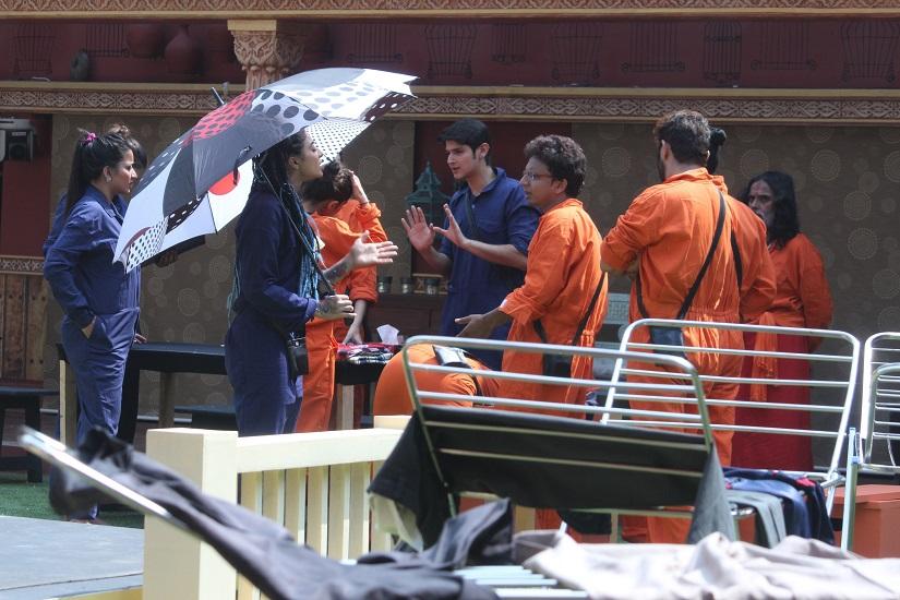 Naveen prakash angry during laundary task