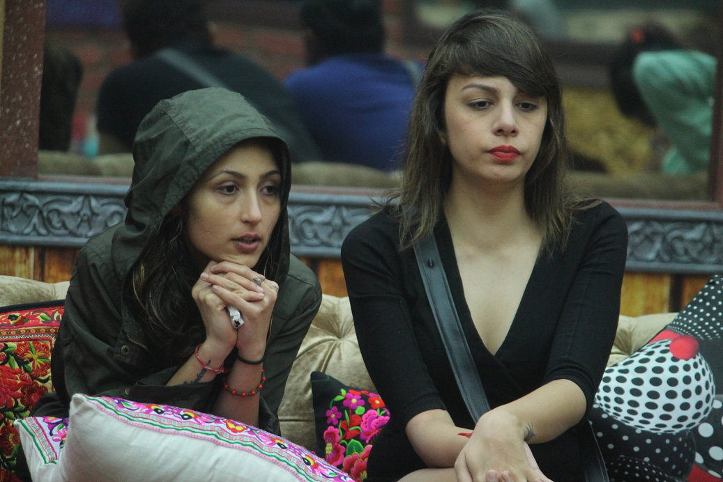 Akansh and nitibha argues with Rohan
