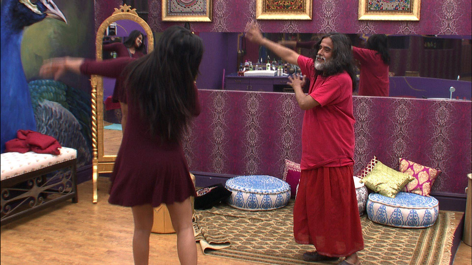 swamiji and mona dancing bigg boss 10