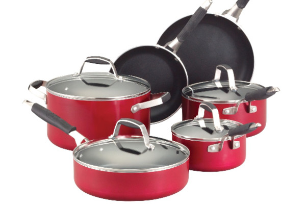 http://reviewed-production.s3.amazonaws.com/attachment/677ad143af3d0d8554e38fb55bfa0a8019b61fc6/guy_fieri_10pc_cookware_OVI.jpg