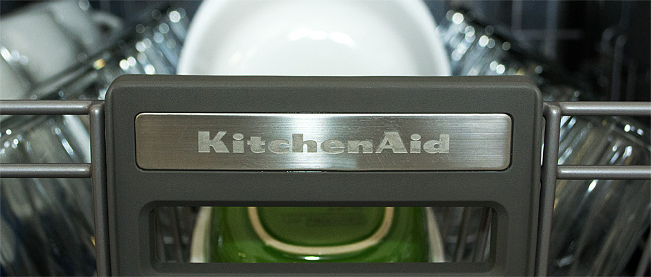 http://reviewed-production.s3.amazonaws.com/attachment/c46dc9d3762693e020e6719a608c367cb9a50013/KitchenAid-KDFE454CSS-Hero.jpg