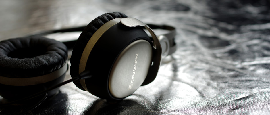 https://reviewed-production.s3.amazonaws.com/attachment/38aac863a6844cac/Beyerdynamic-T51p-MainHero.jpg