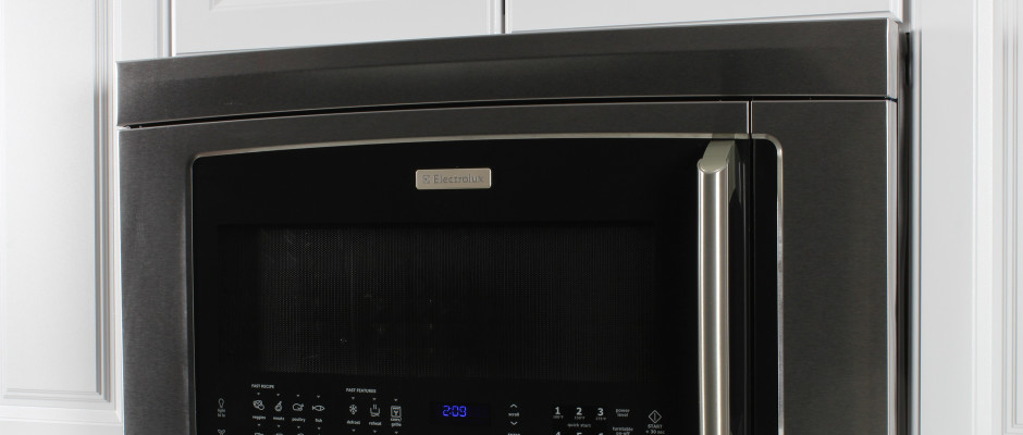 https://reviewed-production.s3.amazonaws.com/attachment/a48eb9ab3bf841cb/Electrolux-E130BM60MS-hero.jpg