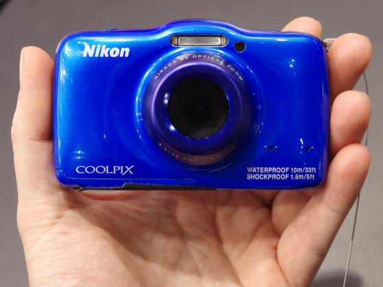 Nikon-S32-Front.jpg