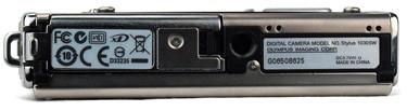 olympus-stylus-1030sw-bottom-375.jpg